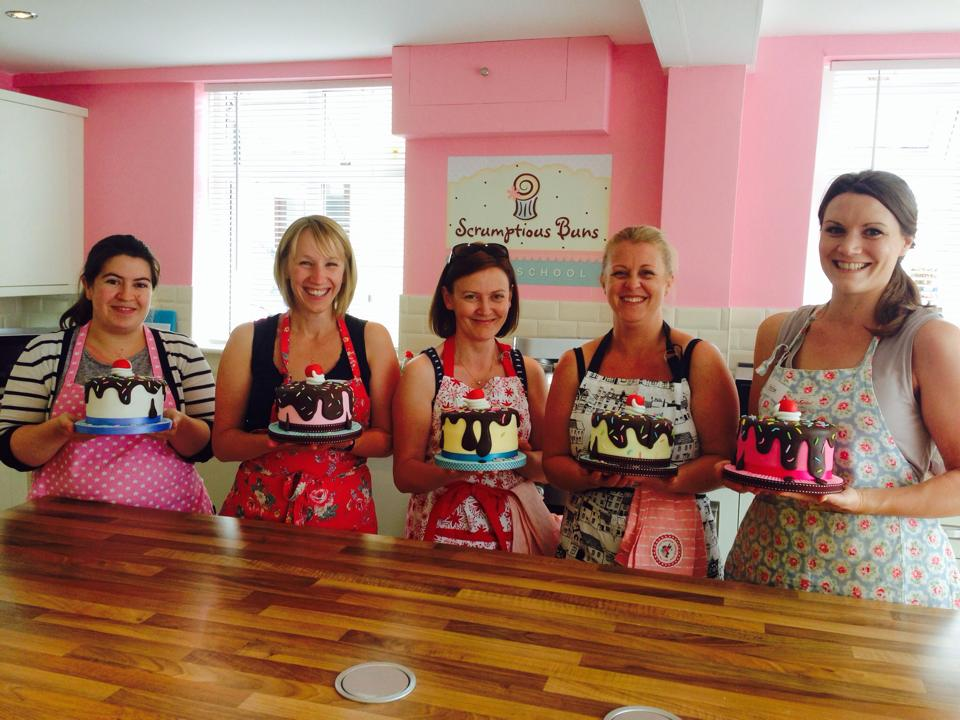 Beginners Cake Decorating Class Scrumptious Buns Wedding Cakes & Cake Decorating Courses ...
